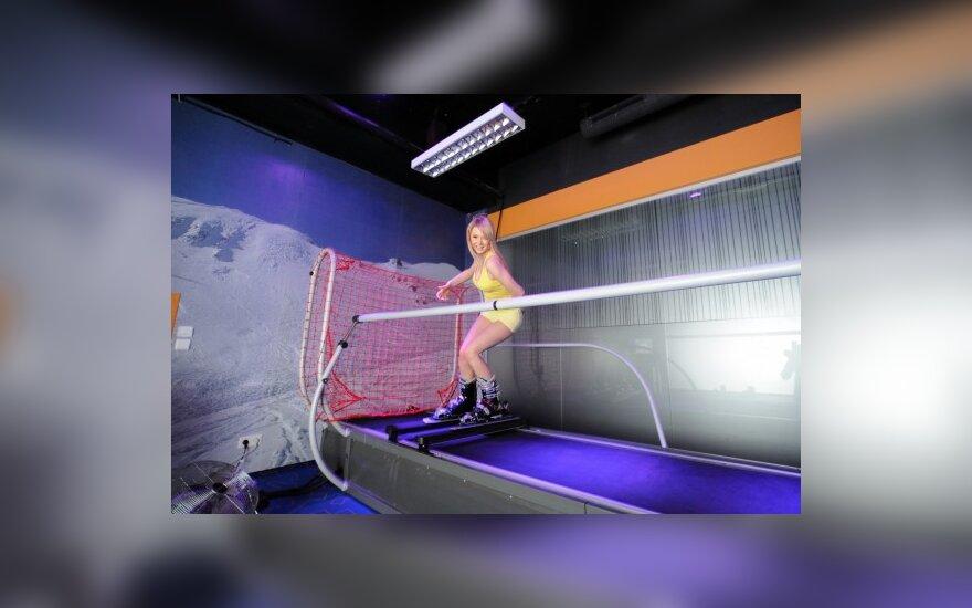 """Žvaigždės fotodienoraštis: pusnuogių """"Yvos"""" merginų slidinėjimo pamokos sporto klube"""
