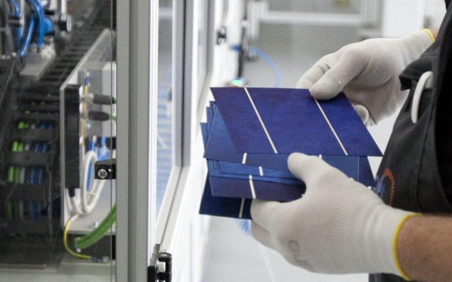 Dubajus saulės baterijoms išleis 3 mlrd. dolerių