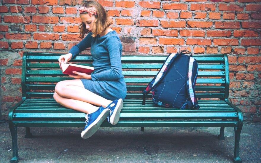 """""""Netinkami"""" epizodai ir temos knygose paaugliams: nuo ko mes juos saugome?"""