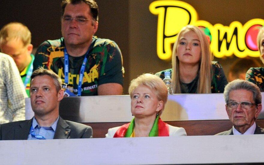 Arvydas Sabonis, Prezidentė Dalia Grybauskaitė ir Vladas Garastas stebi krepšinio varžybas