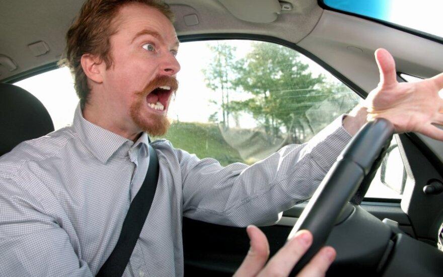 Piktas, agresyvus vairuotojas