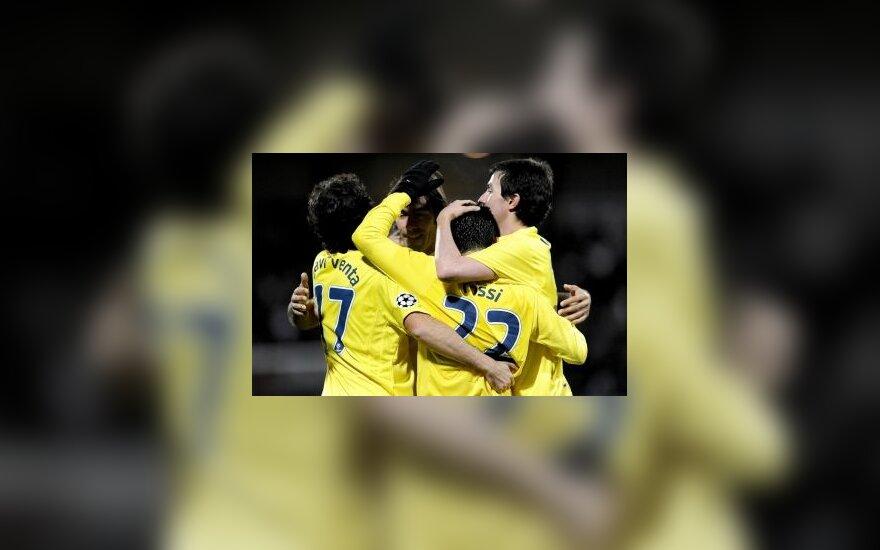 """""""Villareal"""" klubo žaidėjai džiaugiasi įvarčiu"""