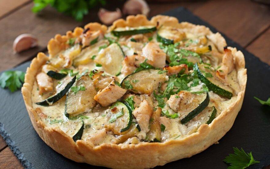 Ypatingas svogūnų pyragas – su vištiena ir cukinija
