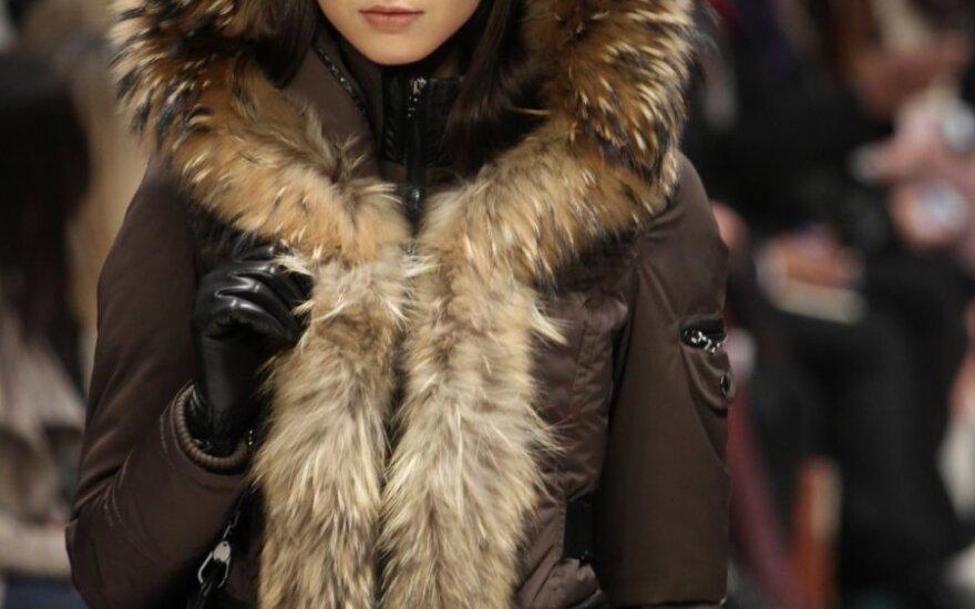 Praktiška šiluma: kaip išsirinkti kokybišką pūkinį paltą