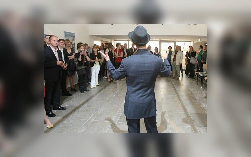 Kukliame Sasha Son(g) prisistatymo vakarėlyje ambasadoje sėkmės konkurse linkėjo ir J.Statkevičius