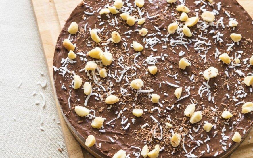Šokoladinis tortas su žemės riešutais ir migdolais