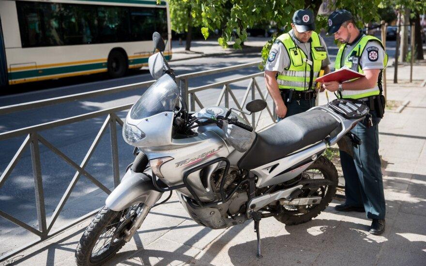 Vilniuje, pėsčiųjų perėjoje, motociklas partrenkė ir sužalojo merginą