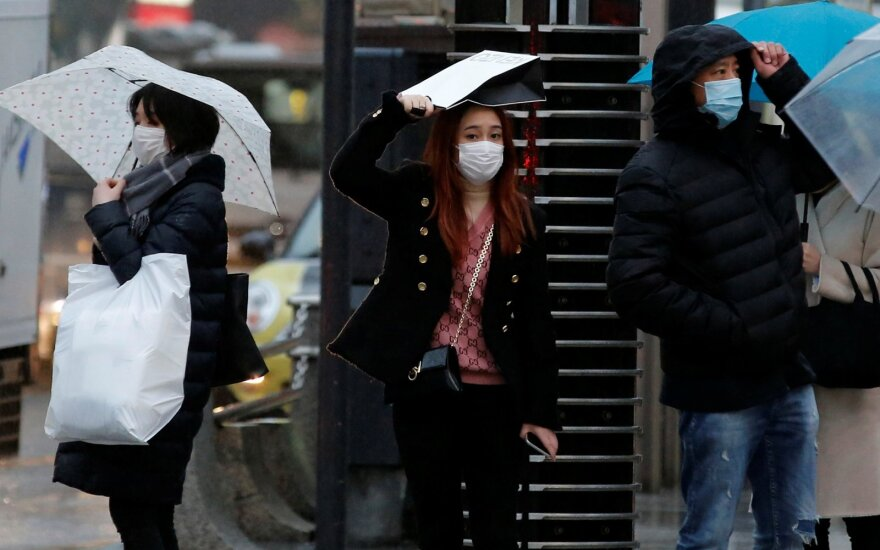 Japonai saugosi nuo koronaviruso Tokijuje