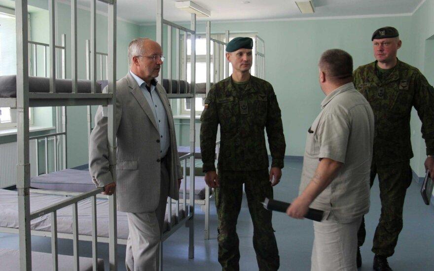 J. Olekas apžiūrėjo kareivines