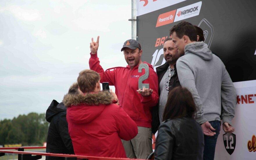 Elektromobilių ištvermės lenktynėse lietuviai užėmė antrą vietą