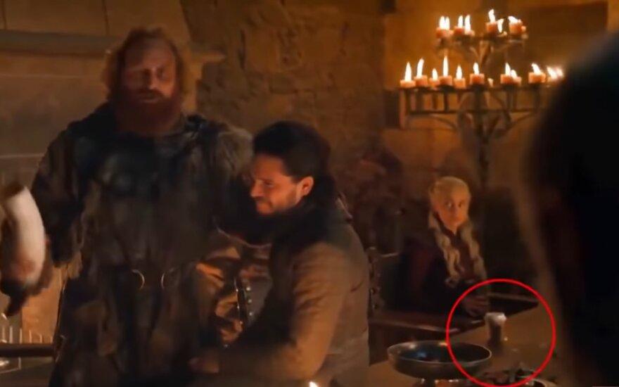 """HBO pašalina """"Sostų karų"""" serijoje netyčia paliktą kavos puodelį"""