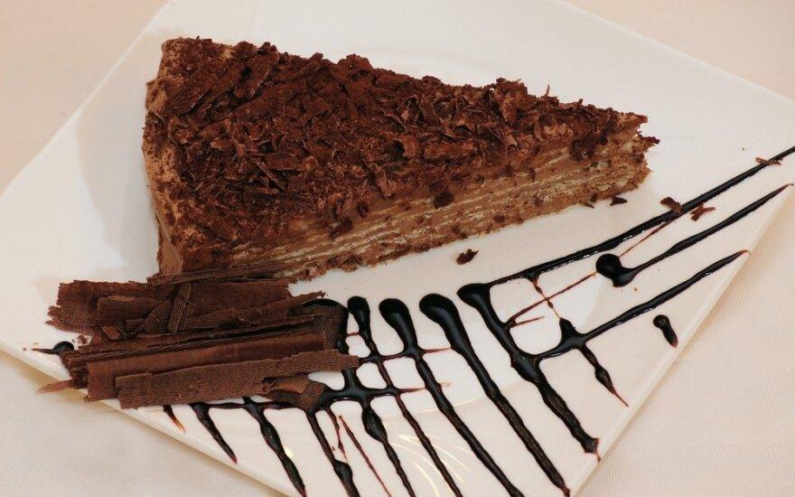"""Sluoksniuotas tortas su šokoladiniu kremu """"Mikado"""""""