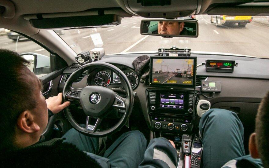 """Nežymėta policijos """"Škoda"""" didina apsukas: užfiksuojama labai rimtų pažeidimų"""
