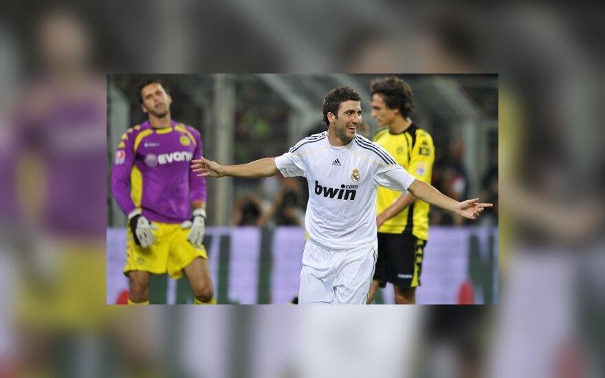 Gonzalo Higuainas pelnė įvartį