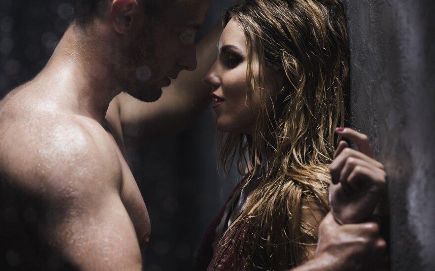 Šeši būdai, kaip nepatogų seksą duše paversti nuostabiu