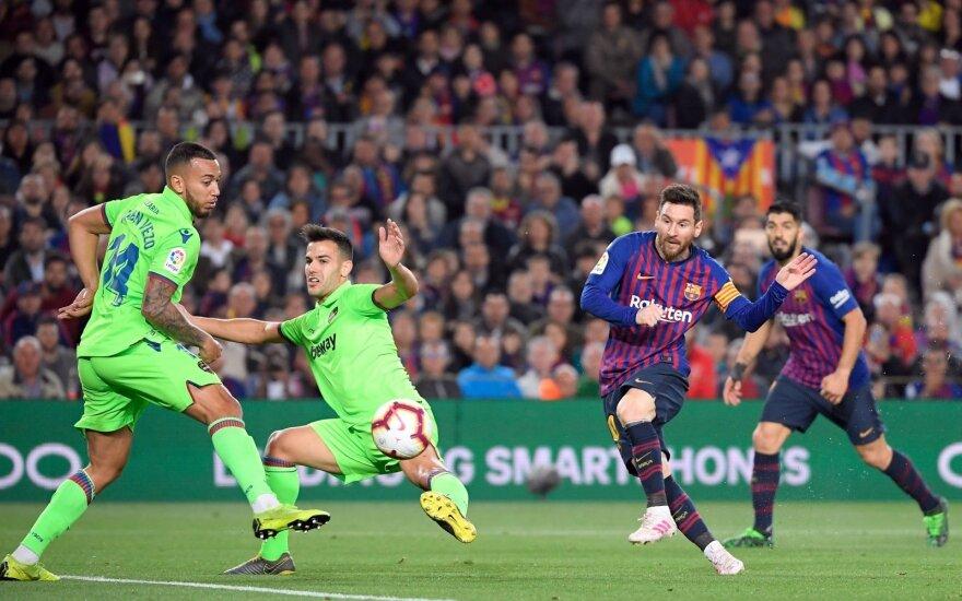 """Į aikštę žengęs Messi iškart sutvarkė reikalus: """"Barcelona"""" – Ispanijos čempionė"""