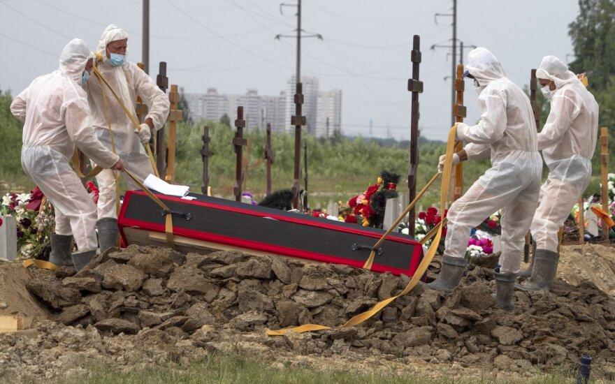 Rusijos specialistas skelbia nustatęs tikrąjį mirčių nuo koronaviruso mastą šalyje
