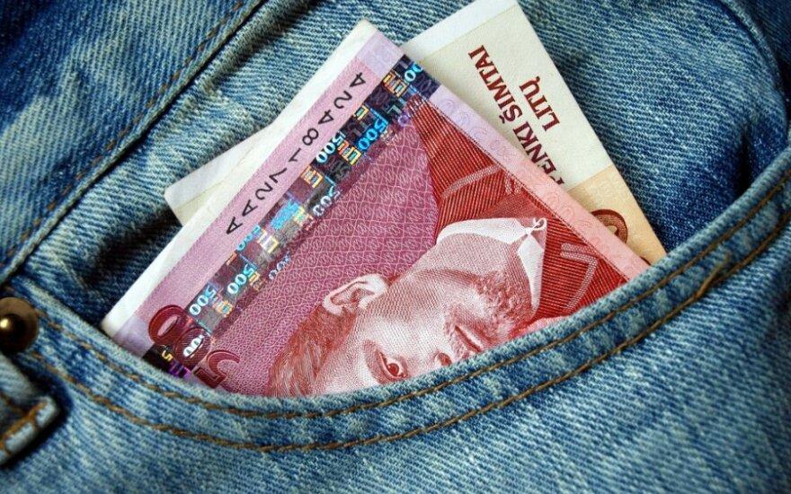 Vyrai Lietuvoje uždirba bent 20 proc. daugiau nei moterys