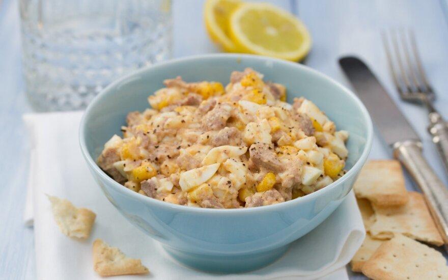 Puiki kiaušinių ir tunų mišrainė