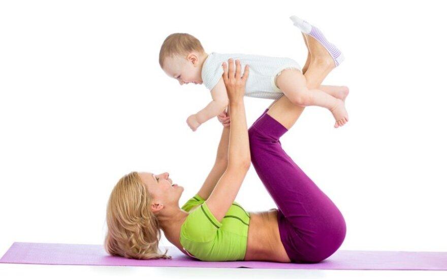 Kaip atgauti formas po gimdymo: pratimai su kūdikiu
