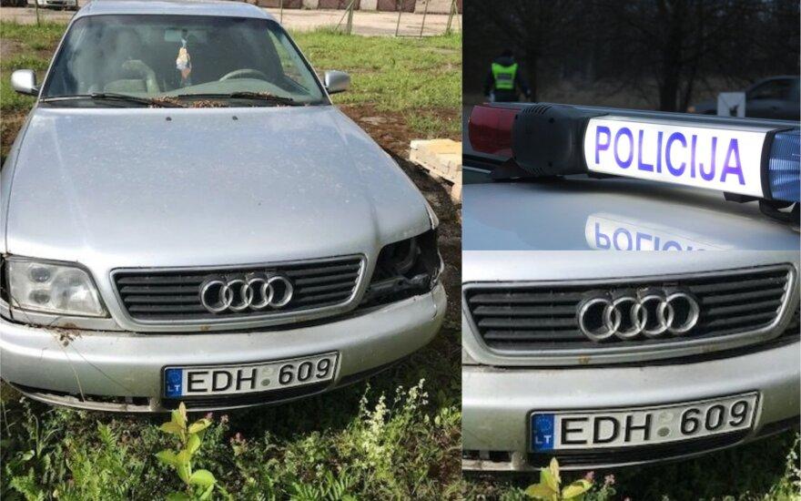"""Kuriozas: policija ieško, kas miške pametė senstelėjusią """"Audi A6"""""""
