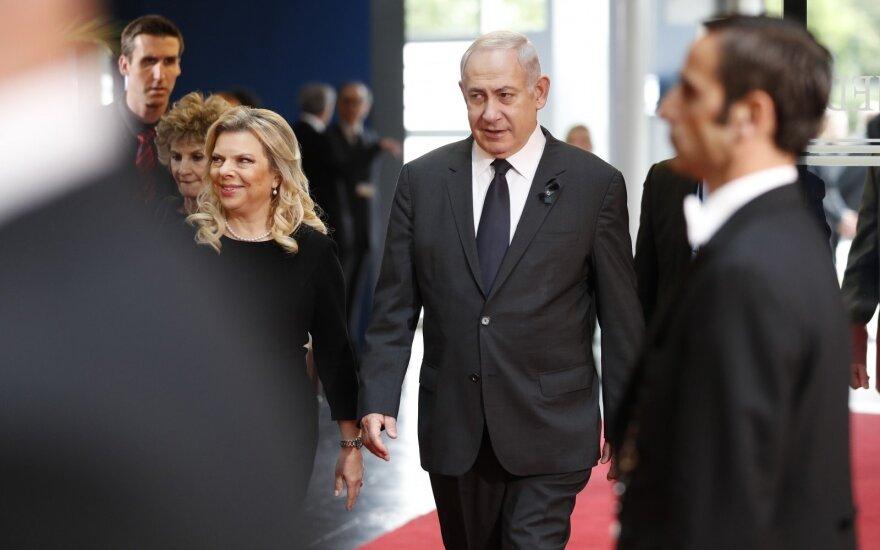 Izraelio premjeras Benjaminas Netanyahu su žmona Sara