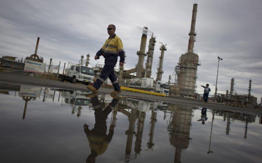 Nafta trečiadienį pigo