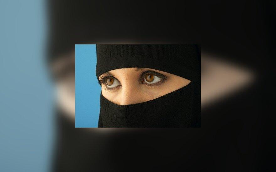 Aistros dėl musulmoniškų galvos apdangalų