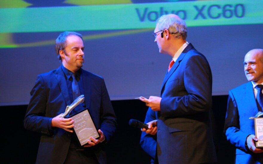 Steve Mattin (kairėje)