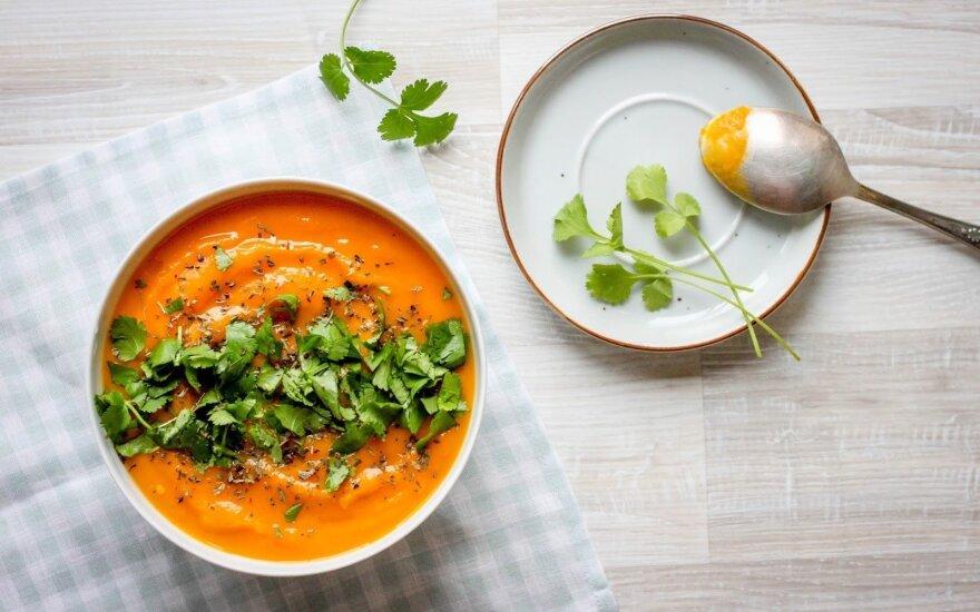 Vegetariškas pirmadienis: 5 ingredientų veganiška moliūgų sriuba