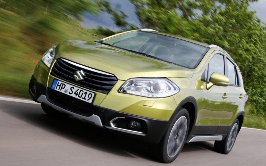 """Automobilių rinkos augimą išpūtė """"Fiat"""" ir """"Suzuki"""" reeksportas"""