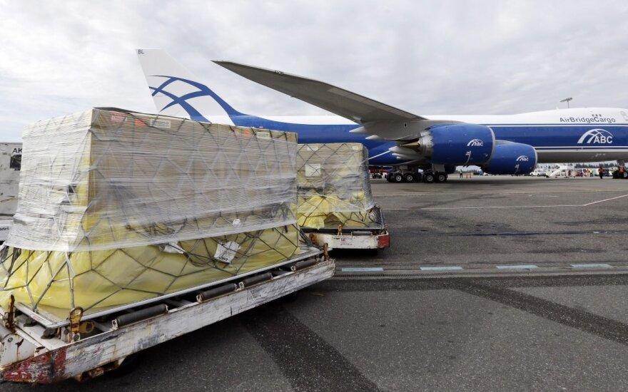 JAV sugriežtino oro transporto krovinių iš Artimųjų Rytų oro uostų kontrolę
