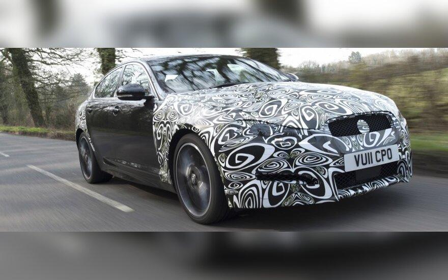 Užmaskuotas Jaguar XF su 2.2 l dyzeliniu varikliu