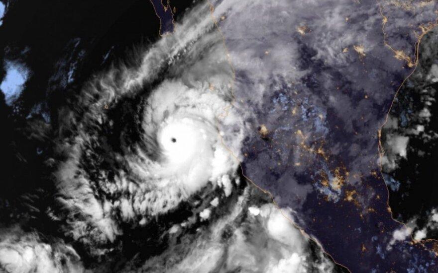 """Meksika ruošiasi itin pavojingam uraganui """"Willa"""""""