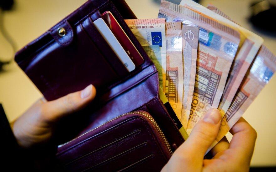 Penkios priežastys, kodėl piniginėje nebereikia grynųjų