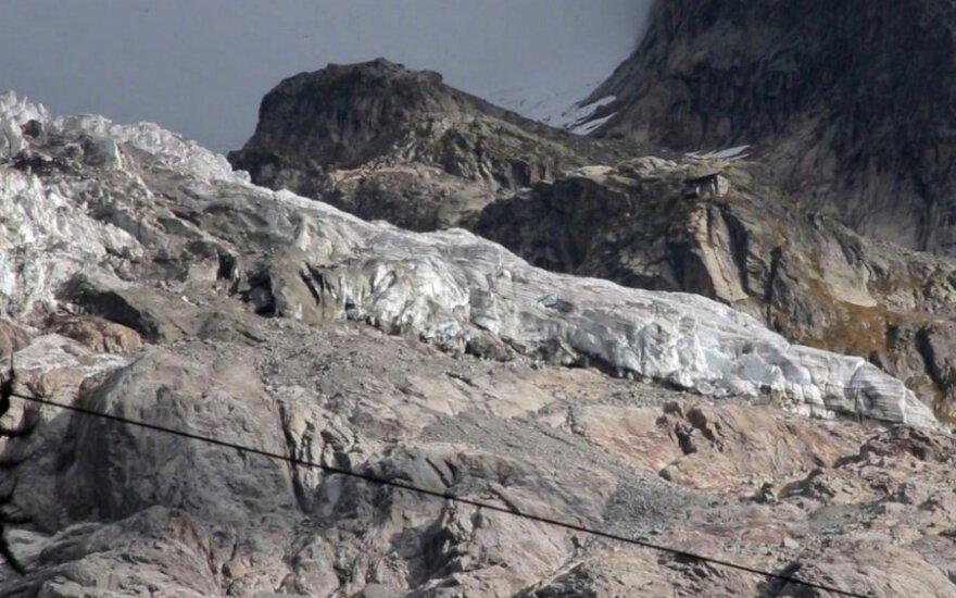 Italijos Alpėse dėl ledynų tirpsmo grėsmės evakuoti dešimtys žmonių