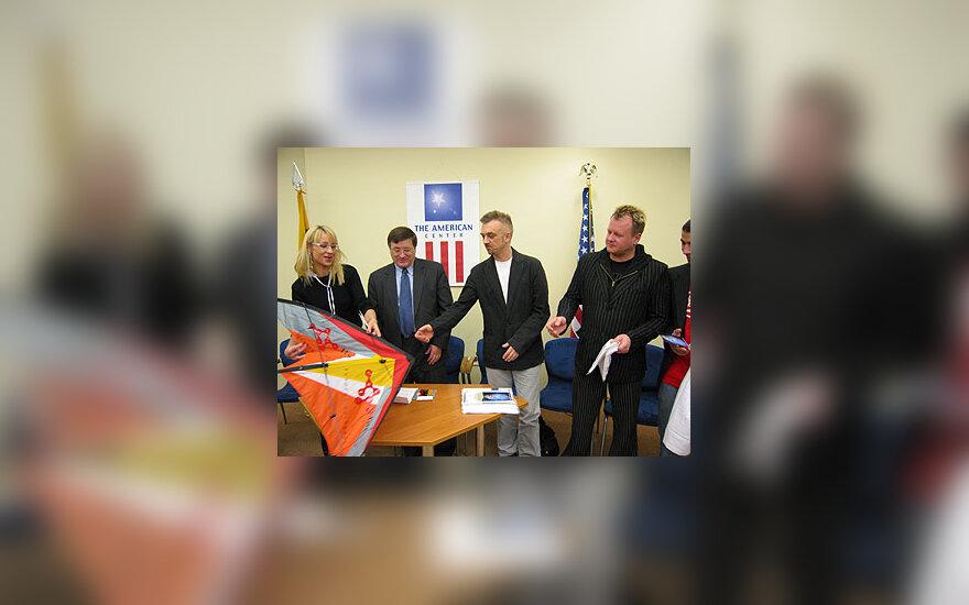 """""""LT United"""" nariai Amerikos centre Vilniuje"""
