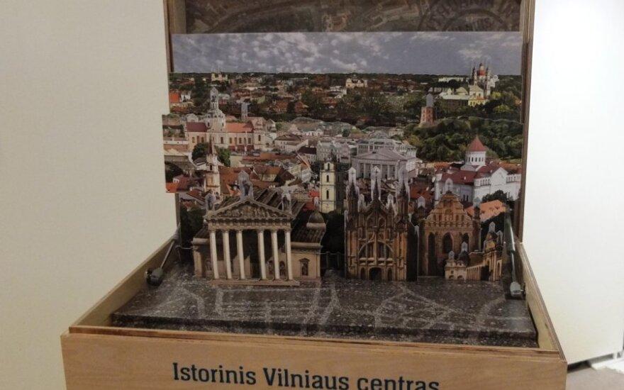 """Algirdas Saudargas pristatė interaktyvią parodą  """"Lietuva pašto siuntoje"""""""