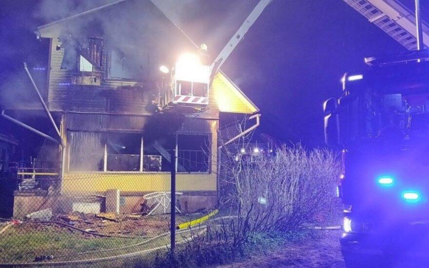 Tragedija Estijoje: per gaisrą namuose žuvo penkių asmenų šeima, įskaitant tris vaikus