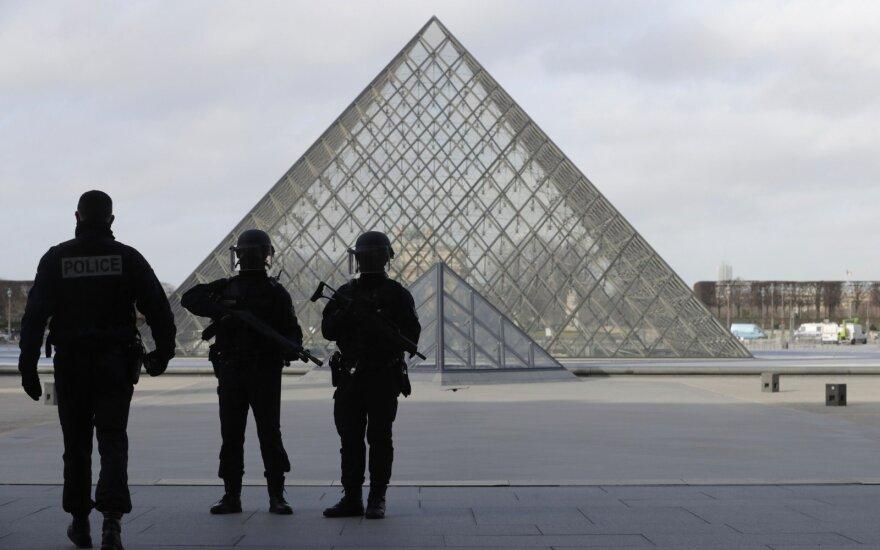 Teroro aktas: ar ginklų oficialus ribojimas padėtų sumažinti jų skaičių?