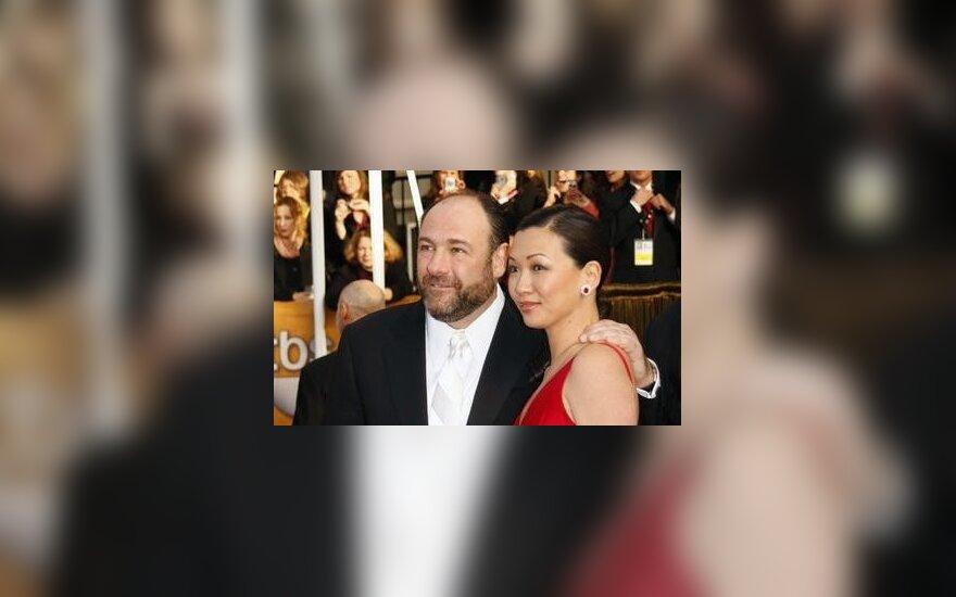 Jamesas Gandolfini su sužadėtine Deborah Lin.