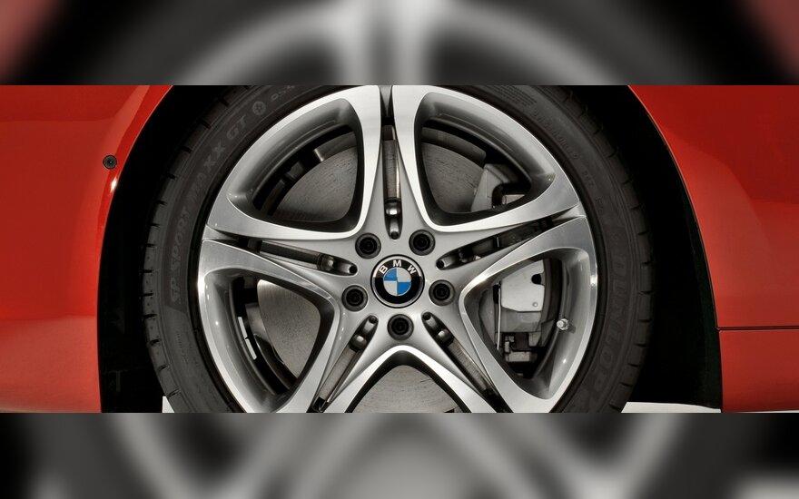 """BMW ir """"Mini"""" vairuotojai negaiš laiko vykimui į servisą"""