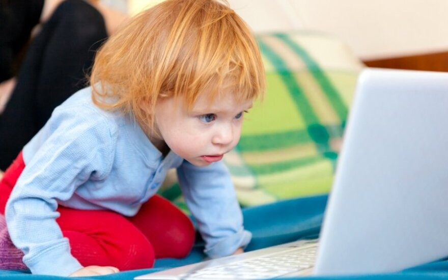 Tėvai labiau susirūpinę pavojais internete, negu alkoholiu, seksu ir narkotikais