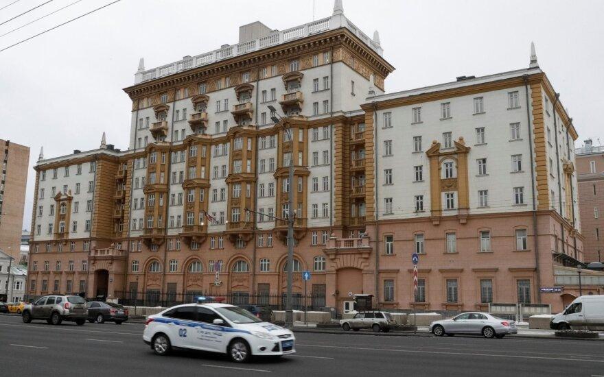 Slaptoji tarnyba: JAV ambasados darbuotoja rusė slaptų duomenų matyti negalėjo