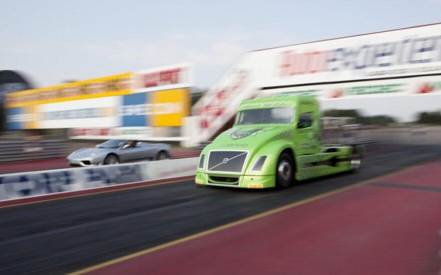 Lenktyniniai sunkvežimiai: 1000 AG ir 160 km/val. greitis