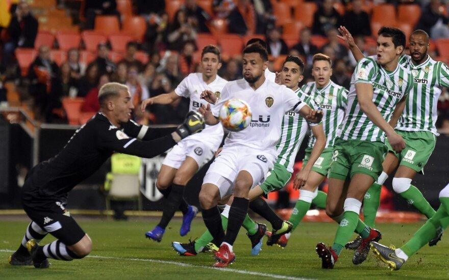 """""""Valencia"""" futbolininkai (balta apranga) pateko į Karaliaus taurės finalą"""