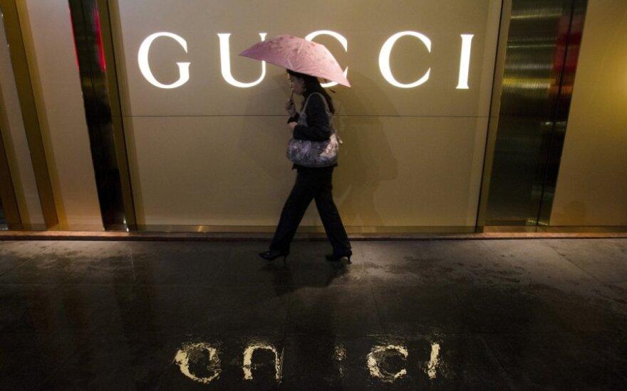 """Dėl įtarimų mokesčių vengimu """"Gucci"""" biuruose atlikta krata"""
