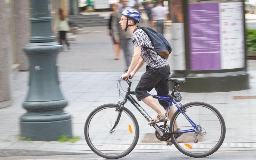 Kaip keliuose užtikrinamas pėsčiųjų ir dviratininkų saugumas?