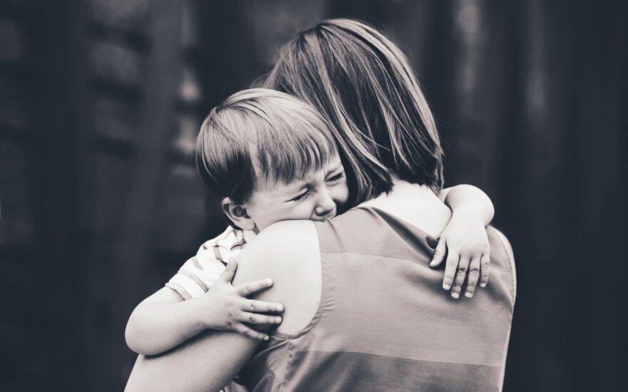 Emociškai išsekusi mama: nustokite manęs klausti, kokios autizmo priežastys