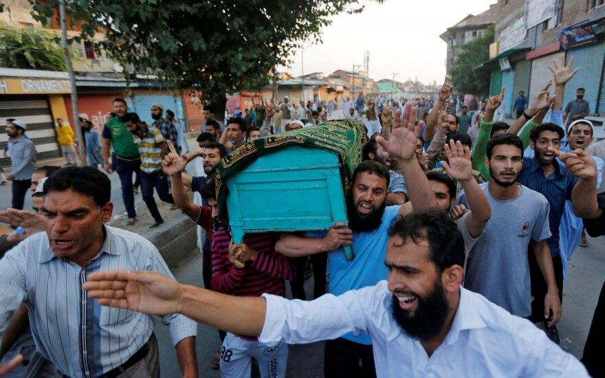 Masiniai neramumai šiaurinėje Indijoje jau nusinešė 75 žmonių gyvybes